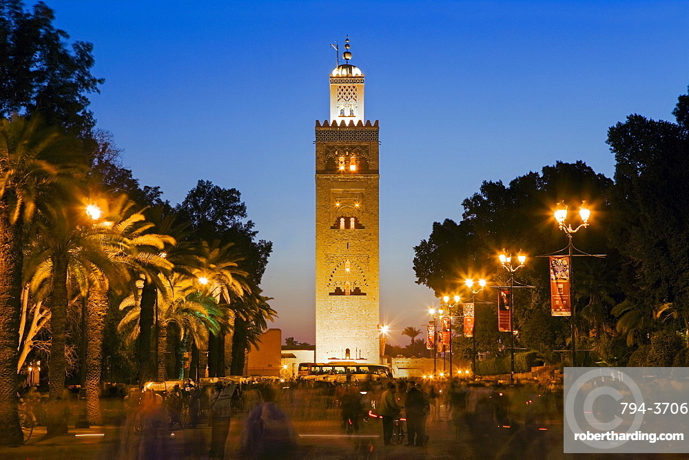 Djemaa el Fna and the 12th century Koutoubia Mosque, Marrakech, Morocco, North Africa, Africa
