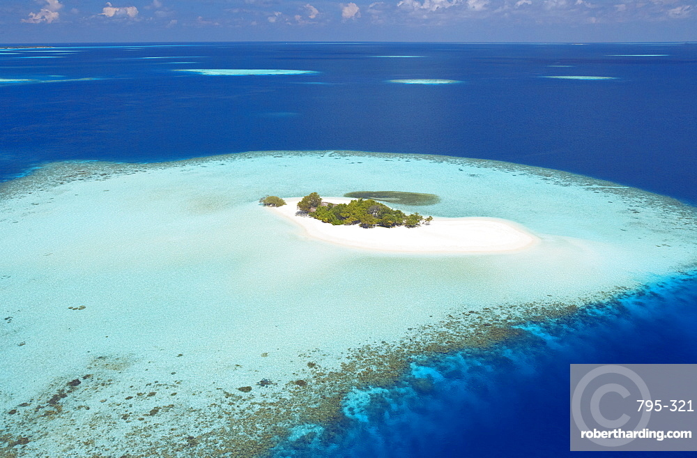 Aerial view of small island, Maldives, Indian Ocean, Asia