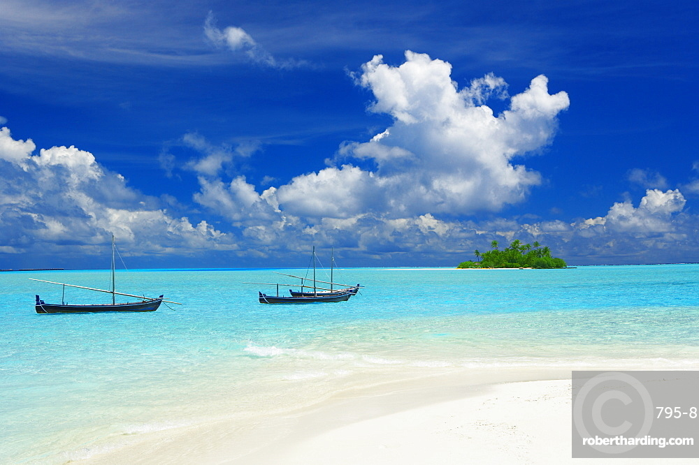 Dhoni and deserted island, Maldives, Indian Ocean, Asia