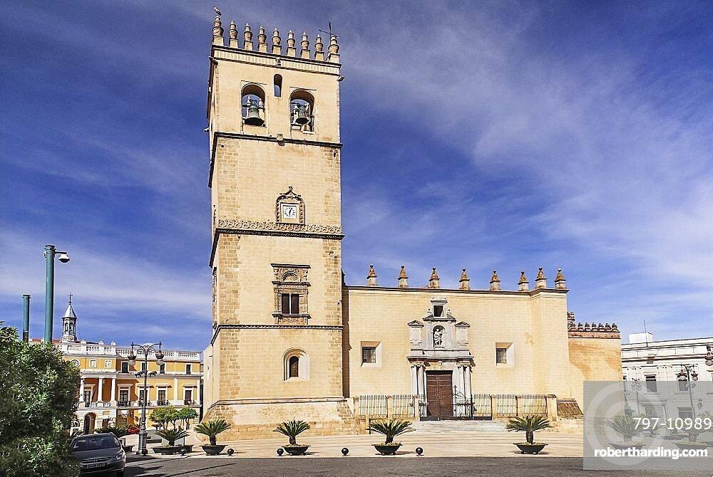 Spain, Extremadura, Badajoz, Exterior of the Catedral de San Juan Bautista in Plaza Espana.