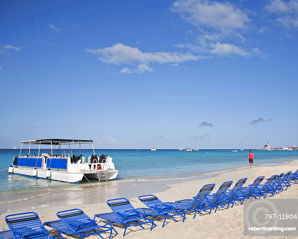 Turks and Caicos Islands, Grand Turk, View of the southwestern beach.