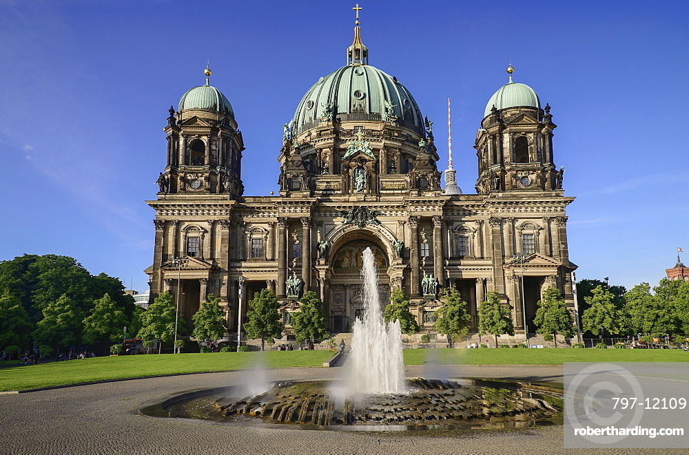 Germany, Berlin, Berliner Dom, Berlin Cathedral, General view of the facade from the Lustgarten on Museum Island with fountain in the foreground.