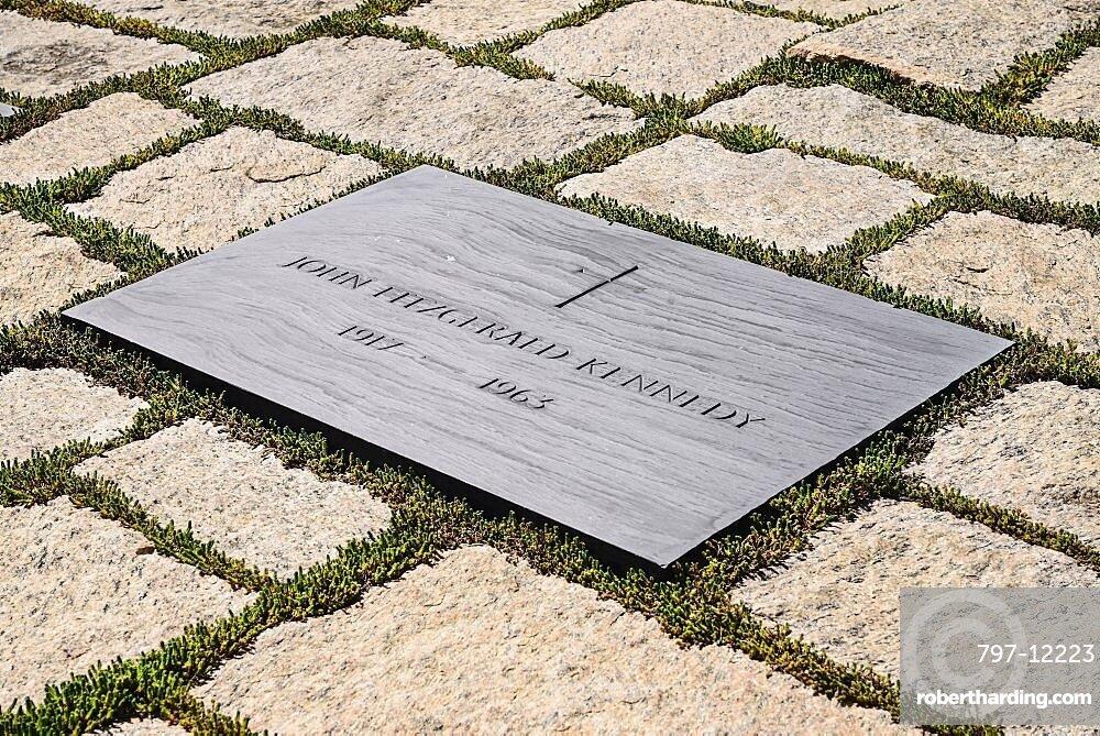 USA, Washington DC, Arlington National Cemetery, Grave of President JF Kennedy.