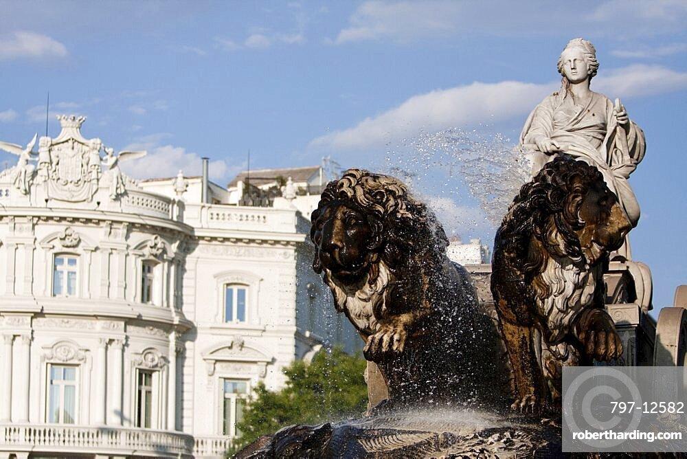 Spain, Madrid, Statue of Cibeles at Plaza de la Cibeles.