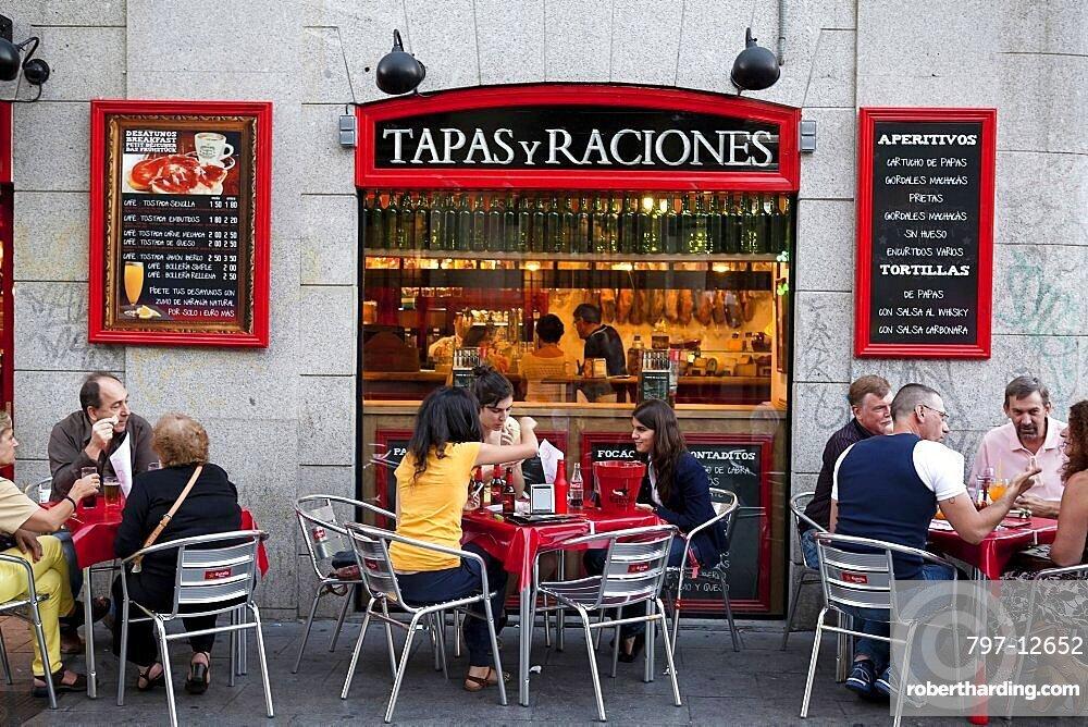 Spain, Madrid, Tapas bar on Calle de las Huertas.