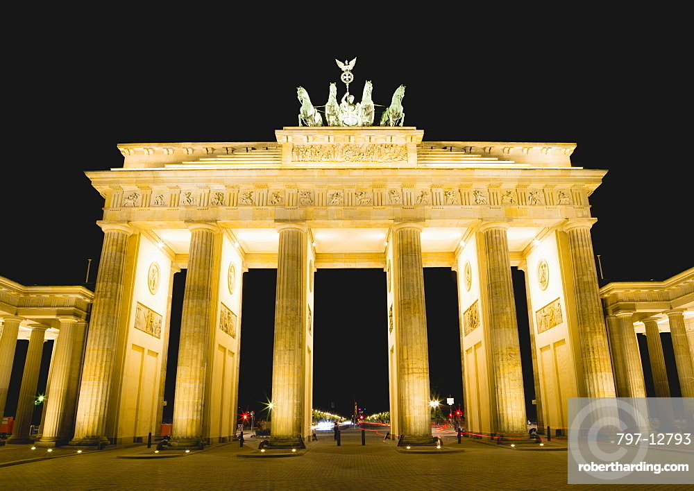 Germany, Berlin, Mitte, Brandenburg Gate or Brandenburger Tor in Pariser Platz illuminated at night leading to Unter den Linden and the Royal Palaces with the Quadriga of Victory on top. The only remaining of the original 18 gates in the Berlin Customs Wall.