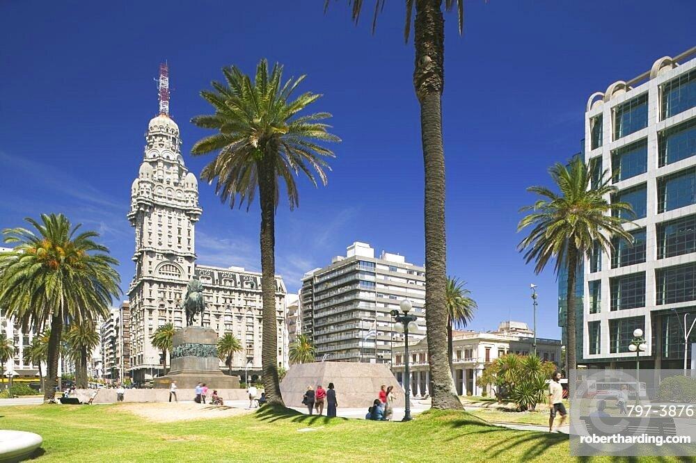 URUGUAY  Montevideo Plaza Independencia with Palacio Salvo in the background. Latin America Uruguay South America Travel Tourism Holidays Montevideo Urban Palacio Salvo Landmark American Hispanic Latino