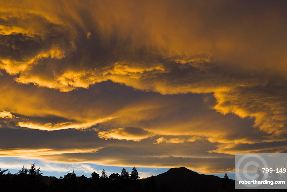 Spectacular sunset above the town of Hanmer Springs, South Island, New Zealand, Pacific