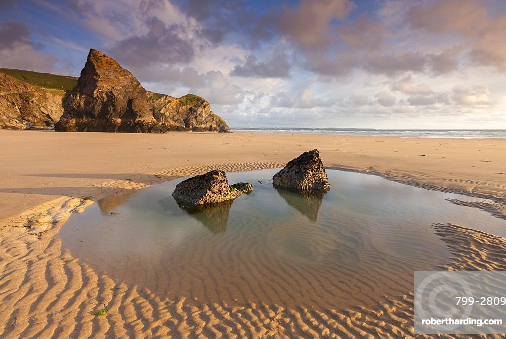 Tidal pool on a deserted beach at Bedruthan Steps, Cornwall, England, United Kingdom, Europe