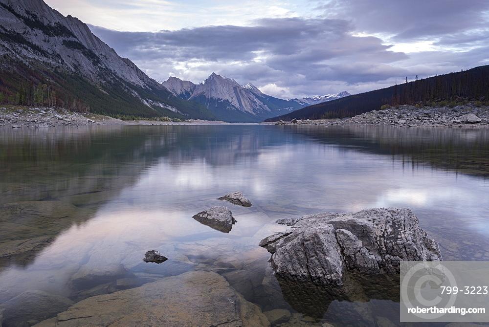 Medicine Lake in the Canadian Rockies, Jasper National Park, UNESCO World Heritage Site, Alberta, Canada, North America