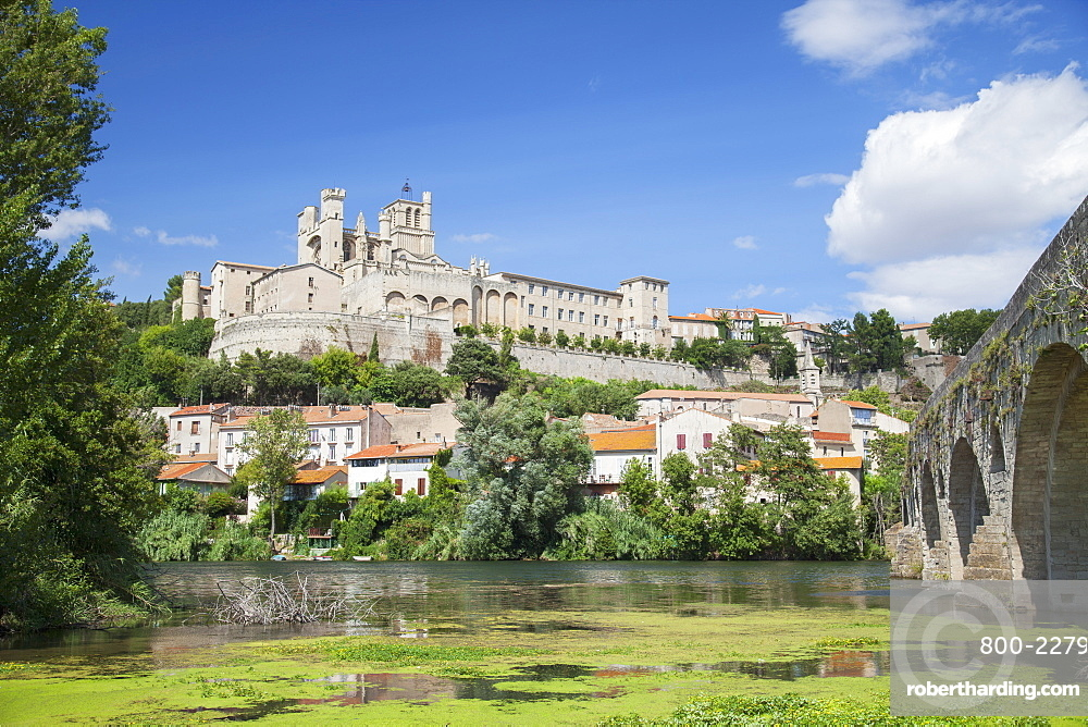Saint Nazaire Cathedral and Pont Vieux (Old Bridge), Beziers, Herault, Languedoc-Roussillon, France, Europe