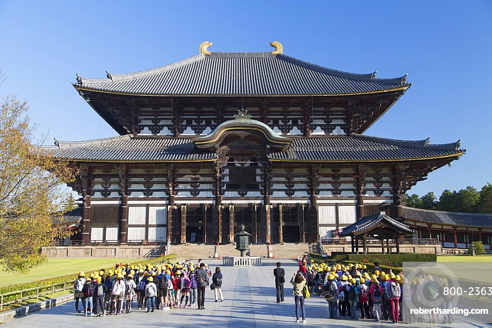 School children at Todaiji Temple, UNESCO World Heritage Site, Nara, Kansai, Japan, Asia