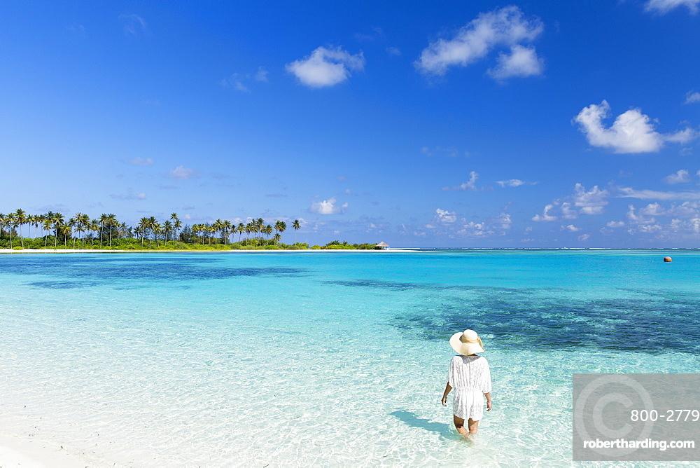 Woman on beach at Olhuveli Beach and Spa Resort, South Male Atoll, Kaafu Atoll, Maldives, Indian Ocean, Asia