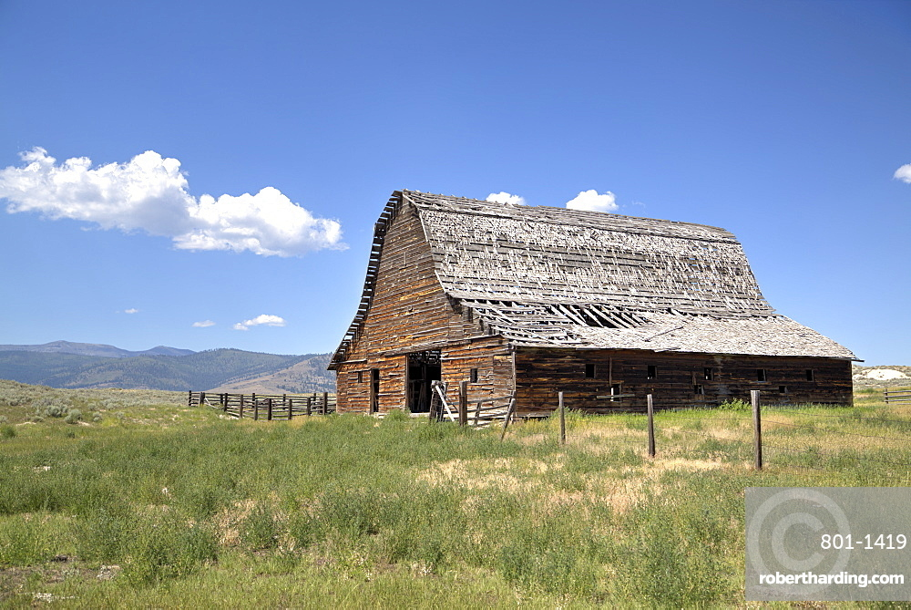 Old barn dating from approx 1890s, west of Glacier National Park, Montana, United States of America, North America