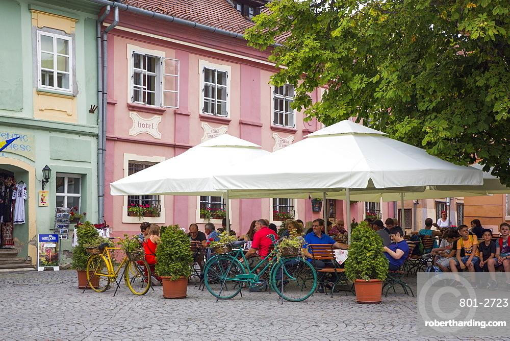 Outdoor Restaurant, Sighisoara, UNESCO World Heritage Site, Mures County, Transylvania Region, Romania, Europe