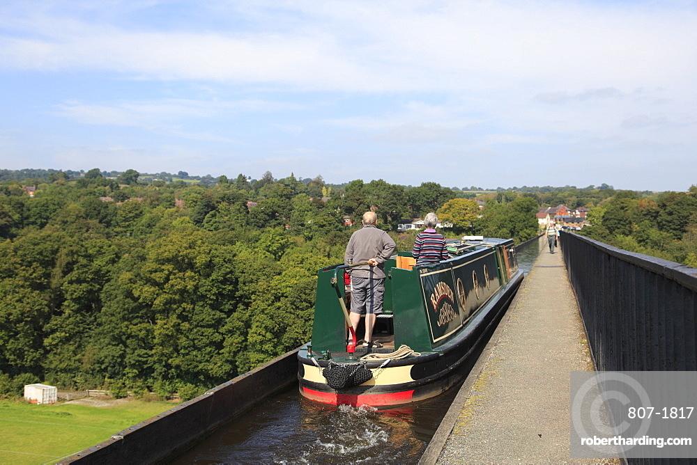 Narrow Boat, Pontcysyllte Aqueduct, UNESCO World Heritage Site, Llangollen, Dee Valley, Denbighshire, North Wales, Wales, United Kingdom, Europe