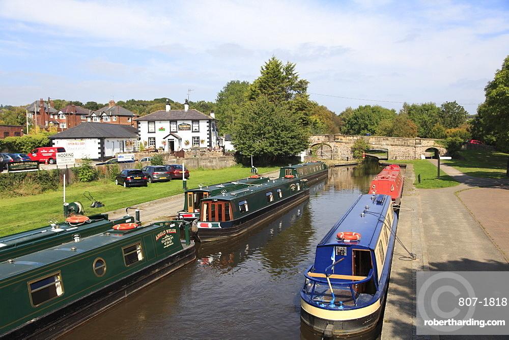 Narrow Boats, Pontcysyllte Canal, Llangollen, Dee Valley, Denbighshire, North Wales, Wales, United Kingdom, Europe