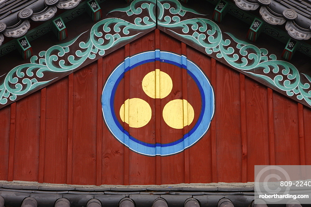 Buddhist symbol of one circle and the three jewels of Buddhism, the Buddha, the Dharma and the Sangha, Seoul, South Korea, Asia