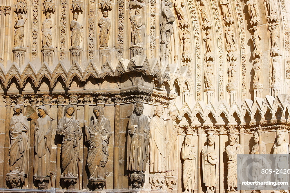 Splay and arches on the west front of Reims cathedral, UNESCO World Heritage Site, Reims, Marne, France, Europe