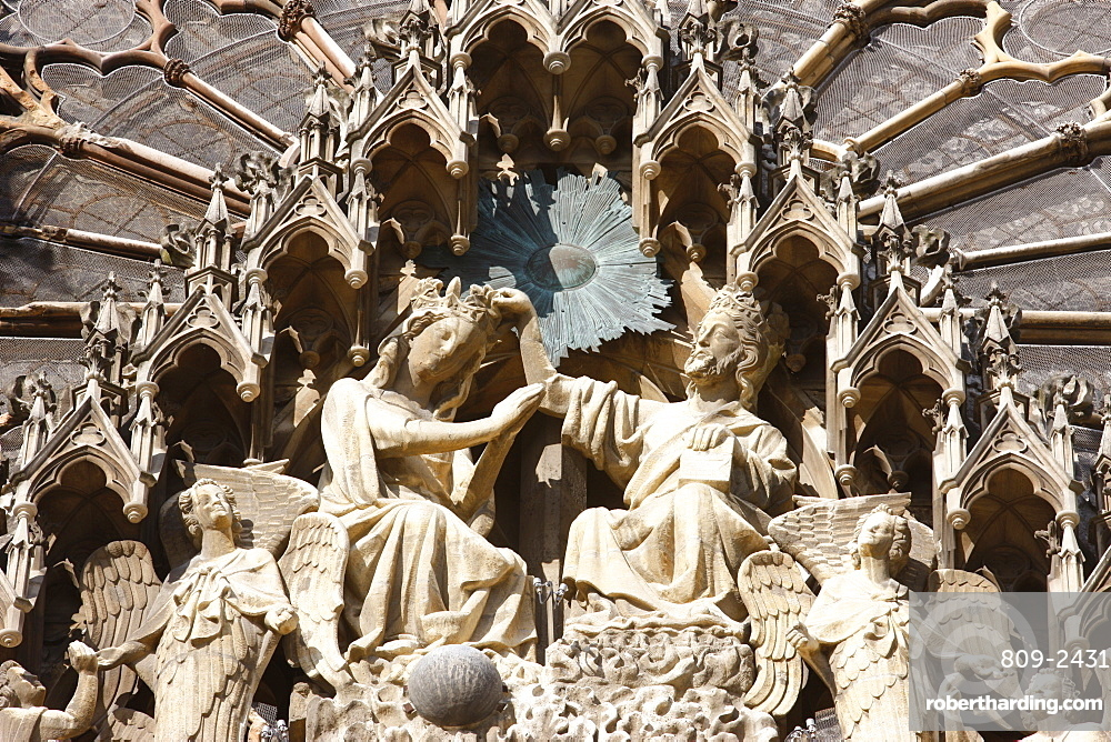 Mary's Coronation, Mary's Gate, Reims Cathedral, UNESCO World Heritage Site, Reims, Marne, France, Europe