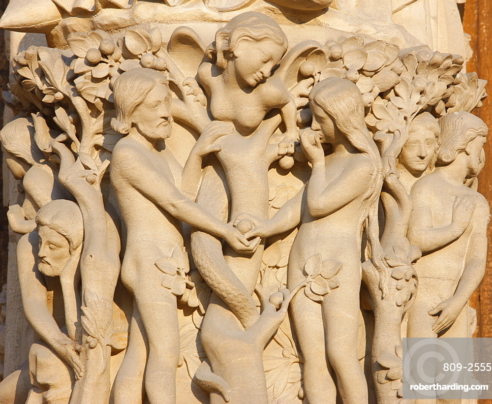 Adam and Eve, Virgin's Gate, west front, Notre Dame Cathedral, UNESCO World Heritage Site, Paris, France, Europe