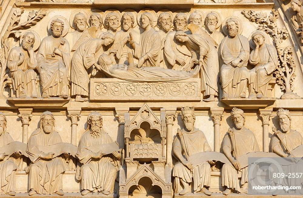 Mary on her deathbed surrounded by Jesus and the apostles, Virgin's Gate, west front, Notre Dame Cathedral, UNESCO World Heritage Site, Paris, France, Europe