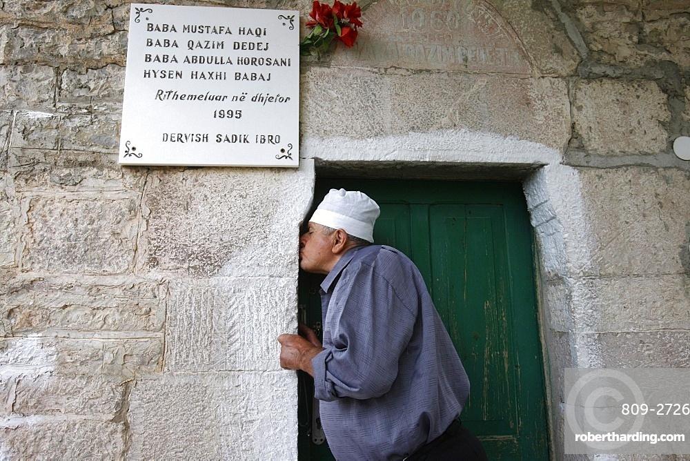 Turbe keeper kissing the entrance, Elbassan, Albania, Europe