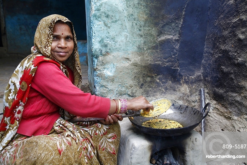 Woman cooking, Mathura, Uttar Pradesh, India, Asia