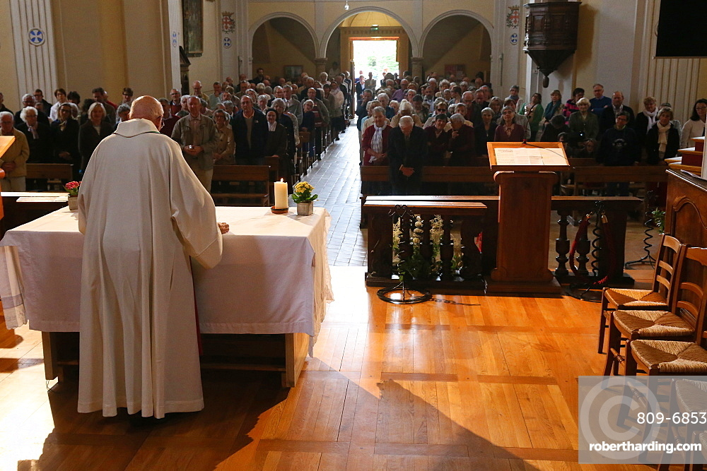 Catholic Mass, Saint-Nicolas de Veroce church, Saint-Nicolas-de-Veroce, Haute-Savoie, France, Europe
