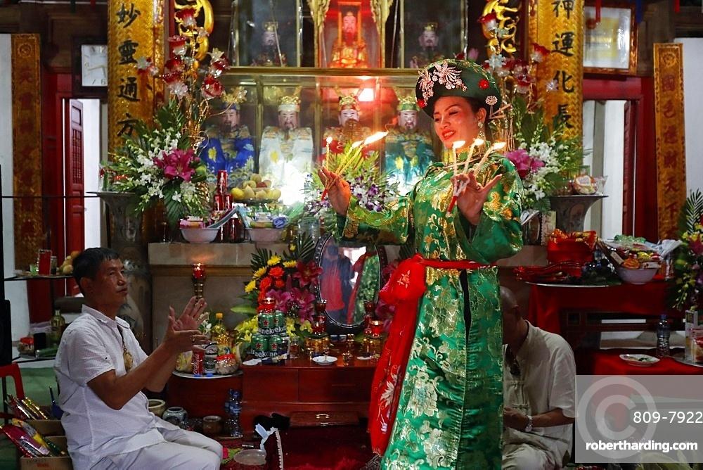 Mau Son Taoist temple, woman at Taoist ceremony, ritual of offerings, Sapa, Vietnam, Indochina, Southeast Asia, Asia