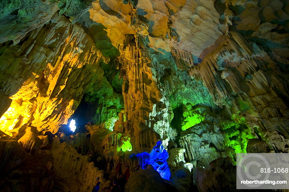 Sung Sot Cave, UNESCO World Heritage Site, Halong bay, Vietnam, Indochina, Southeast Asia, Asia