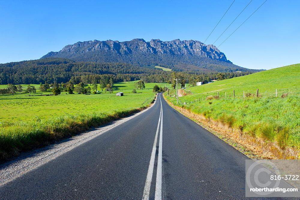 Cradle Mountain seen from around Sheffield, Tasmania, Australia, Pacific