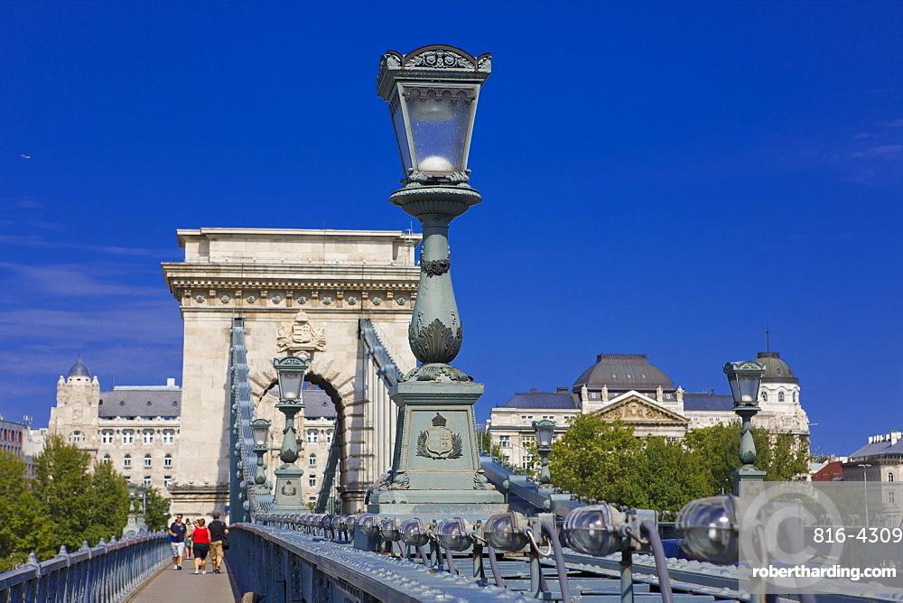 Chain bridge across the Danube, UNESCO World Heritage Site, Budapest, Hungary, Europe