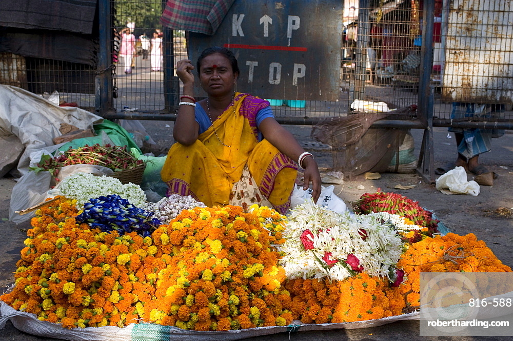 Market woman selling flowers, Kalighat, Kolkata, West Bengal, India, Asia