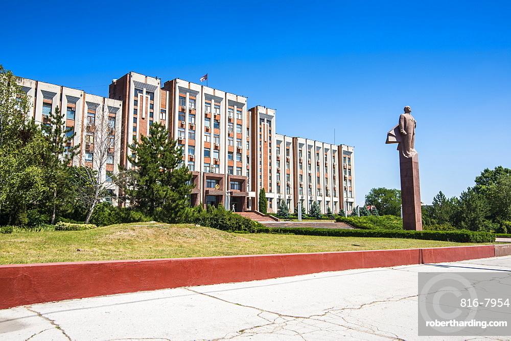 Transnistria Parliament building in Tiraspol, with a statue of Vladimir Lenin in front, Transnistria, Moldova, Europe