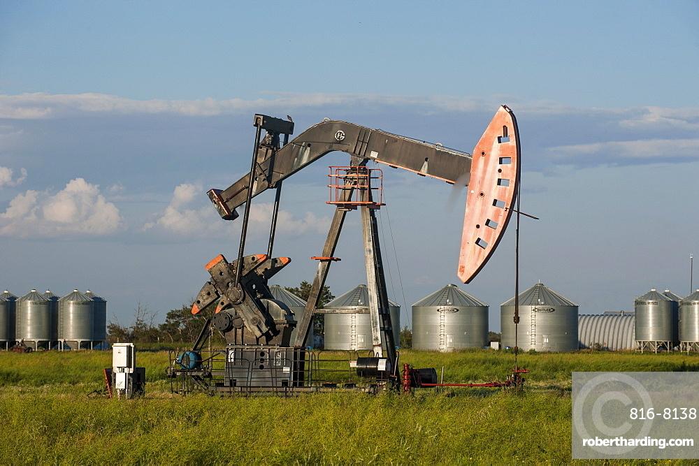 Oil rig on a field, Saskatchewan, Canada, North America