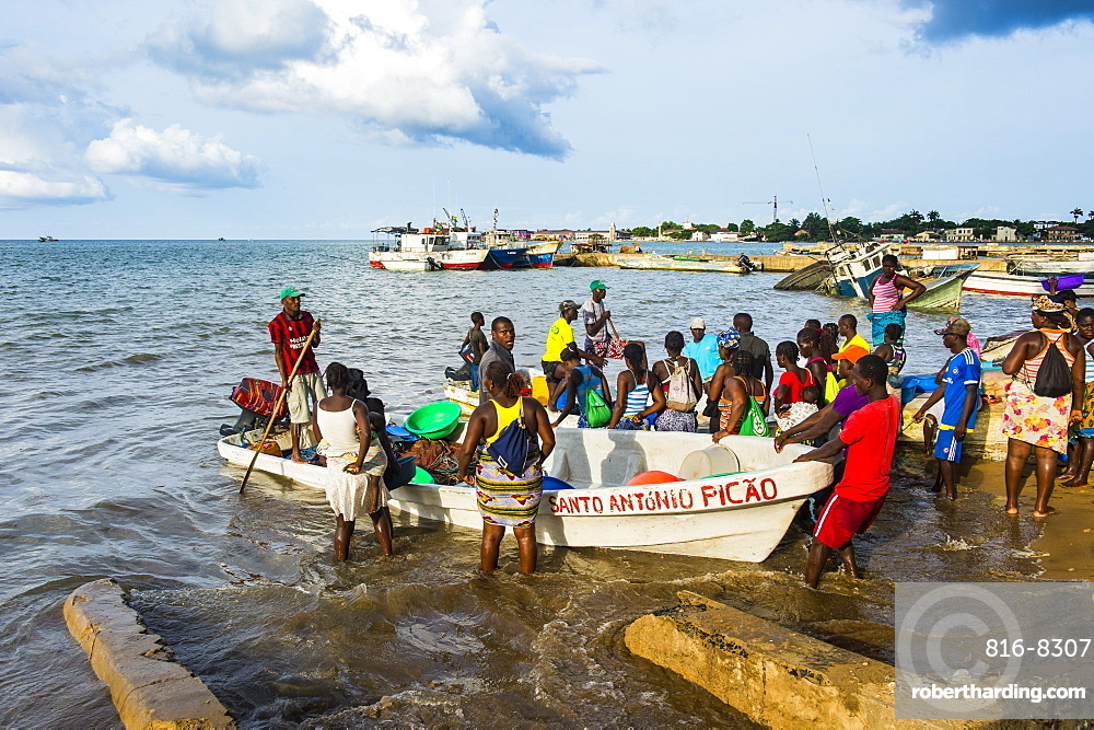 Fishermen selling their fresh fish, city of Sao Tome, Sao Tome and Principe, Atlantic Ocean, Africa