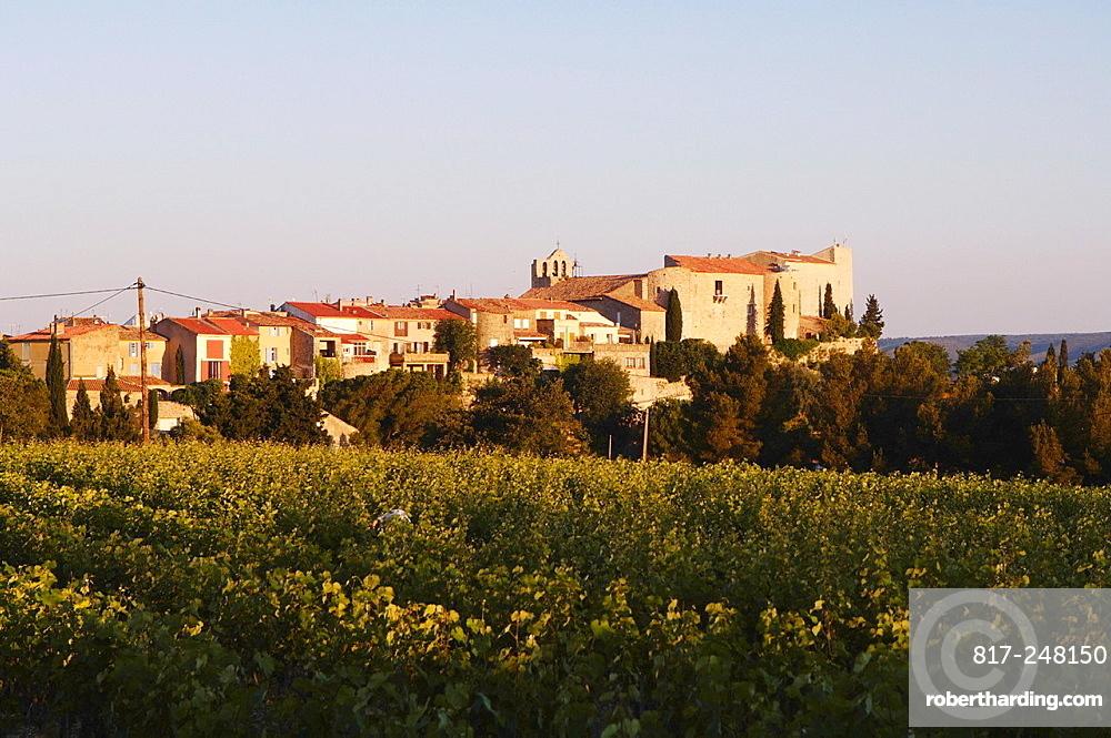 Le Castellet village and Bandol AOC vineyards, Var, Provence-Alpes-Côte dAzur, France