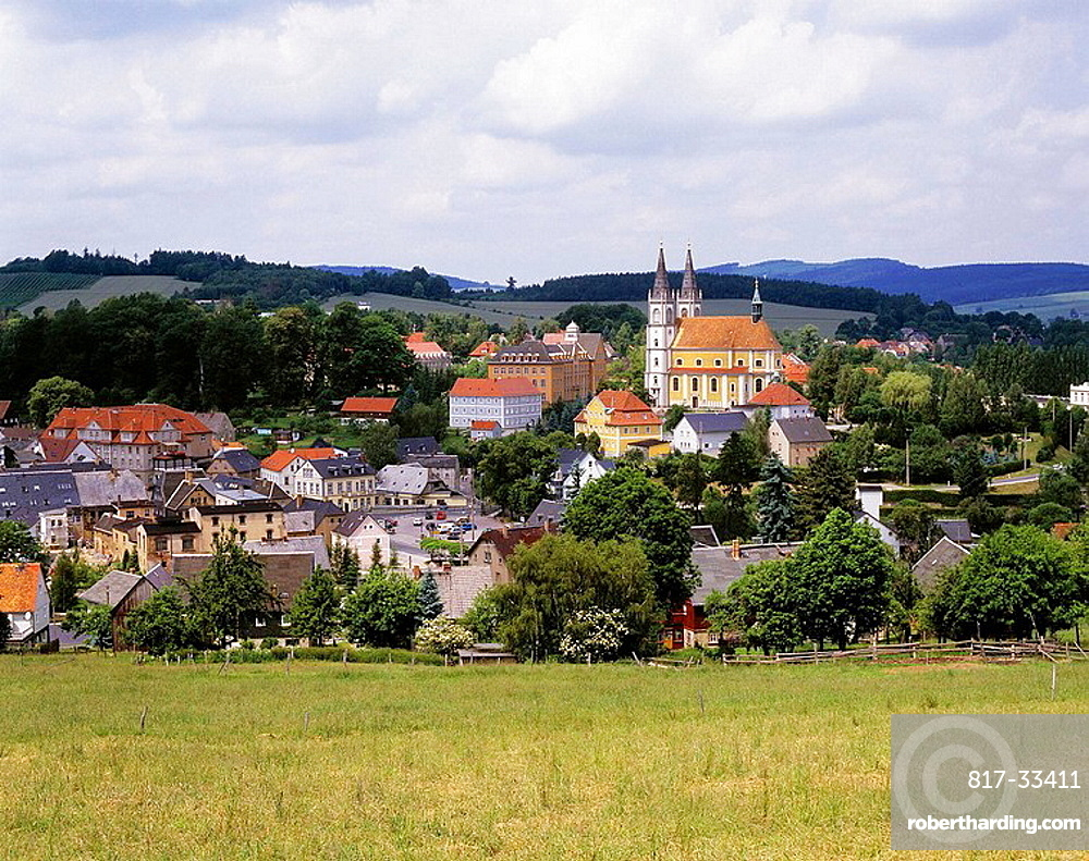 Germany, Schirgiswalde, Spree, Lusatian mountainous country, Upper Lusatia, Saxony, panoramic view from the Maelzer mountain to the city with parish church Saint Mary Himmelfahrt, baroque, meadow landscape, mountainous country, trees, woodland