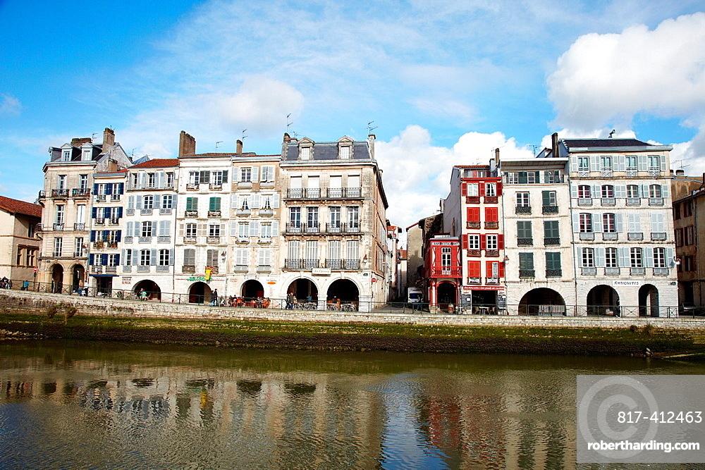 Quai Galuperie, La petit Bayonne, Nouve river, Bayonne, Aquitaine, Pyrenees Atlantiques, France.