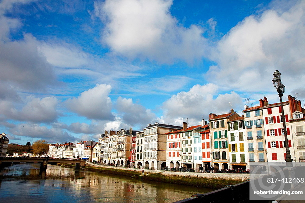 Quai Galuperie, Nive river, La petit Bayonne, Bayonne, Aquitaine, Pyrenees Atlantiques, France.