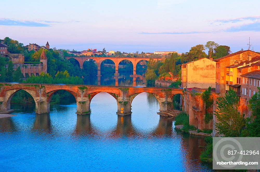 Albi, River Tarn, Old Bridge, Tarn, Midi-Pyrenees, France, Europe.