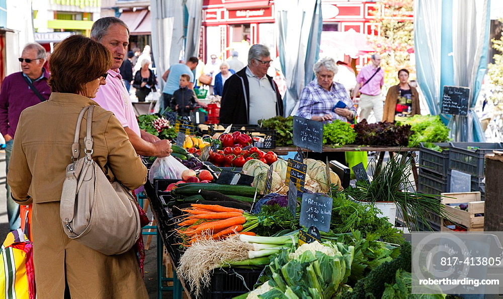 Shoppers buying fresh fruit and vegetables in the market at Chartres, Loire, France
