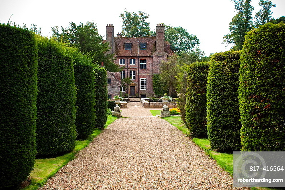 Groombridge Place Gardens, Avenue of yew tree topiaries, The 17th Century Formal Gardens, Kent, UK