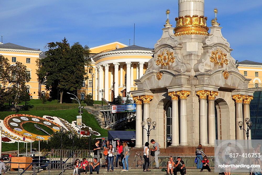Ukraine, Kiev, Kyiv, Independence Square, Maidan Nezalezhnosti, people,