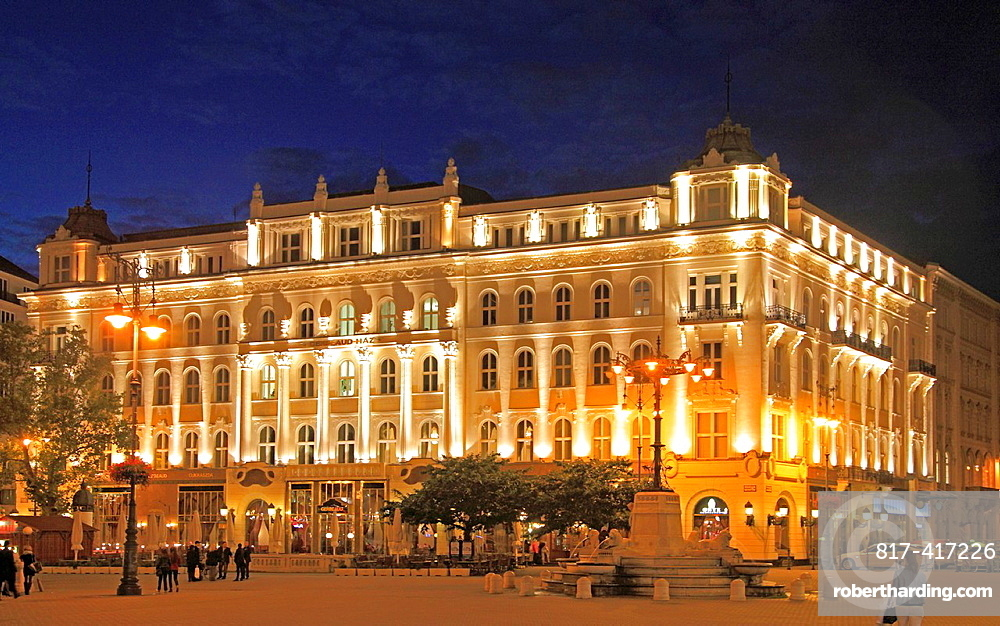 Hungary, Budapest, Gerbeaud Pastry Shop, Vorosmarty Square,