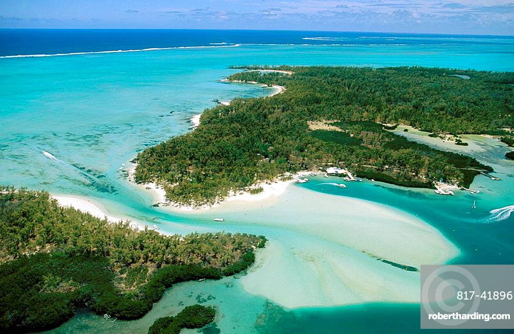 Mauritius island, East coast, Ile Aux Cerfs lagoon.