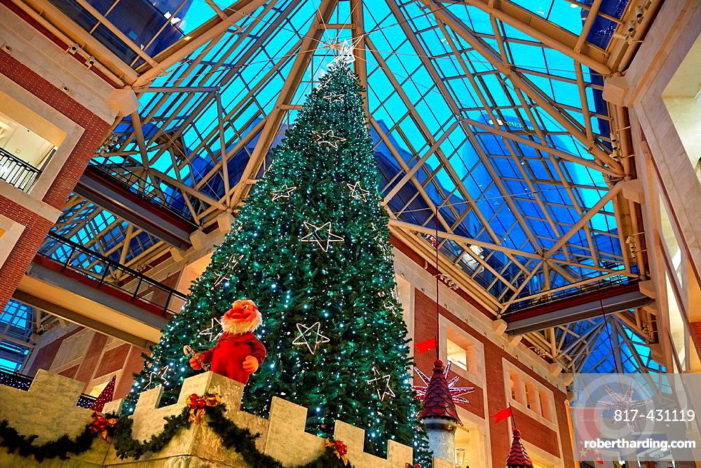 Zubiarte mall, Christmas tree, Bilbao, Bizkaia, Basque Country, Spain.