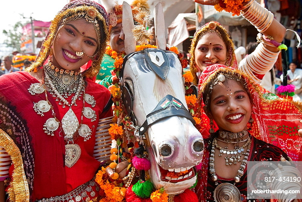Street Entertainers, Pushkar Camel Festival, Pushkar, Rajasthan, India