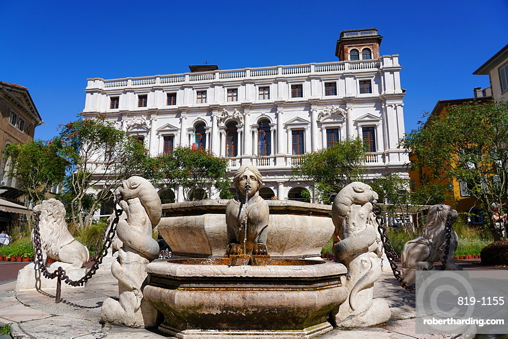 The New Palace of Bergamo, current seat of Angelo Mai Civic Library and Contarini Fountain, Bergamo, Lombardy, Italy, Europe